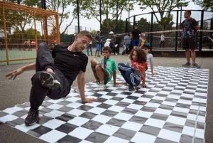 Foto door Salih Kiliç. Breakdance bij de kick-off Cultuur@CruffCourts Afrikaanderplein Rotterdam